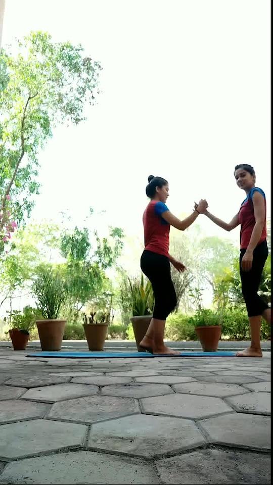 Favorite acroyoga flow with @shivangisharmayoga ♥️♥️ #acroyoginis #acroyogaflow #acroyogafun #acrobatics #acroyogapractice #acroyogalove #acroyogasession #acroyogagoals #acrolove #balancing #yogasession #yogavariation #yogafun #positivevibes #yogainnature #yogaaddict #yogalover #yogalifestyle #strengthtraining #stronggirls