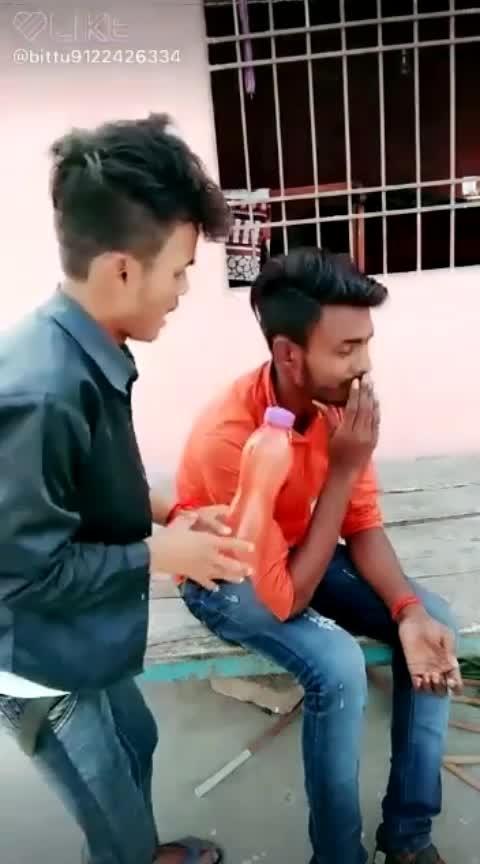 @#,ab pakad lo botell 😂😂