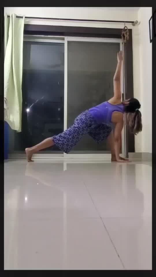 #vinyasa #yogaflow #breathe #movewithbreath #yoga #yogaeveryday