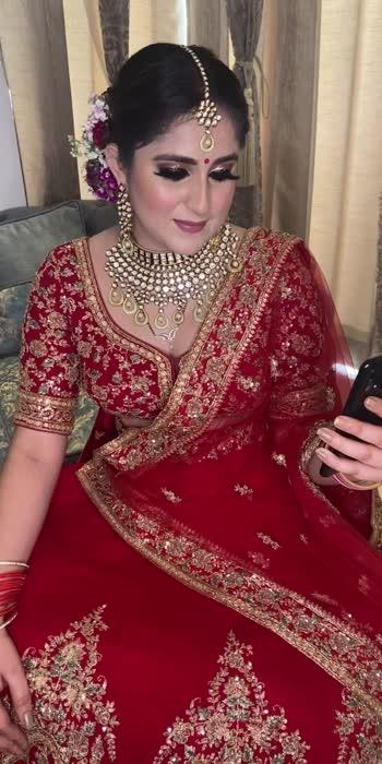 #bride #bridesofindia #bridemakeup #makeup #makeupartist #makeuptutorial #makeuplooks #makeuplover #makeuptutorial #bridemakeup #bridehair #bridesofindia #floralbun