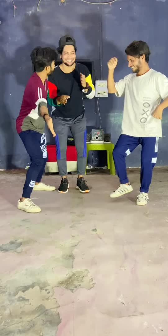 shadi me log aise hi jid krte hai 😎 #dance #viral #roposoindia