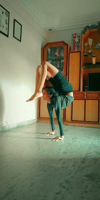 #yoga #handstand #balance #handbalancing #power #strength