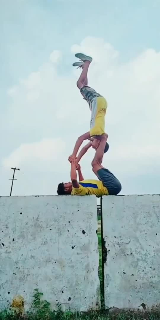 fantastic🤘😝🤘 shoulderstand😍#acrobatics #acro #gymnastics #acrobats #acroboys#sports #roposostar