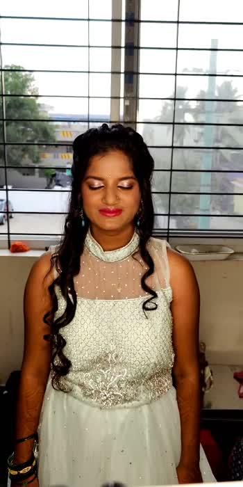 Bride's sister makeup... Simple , subtle with curls for her reception  #bridesister #bridesistermakeup #bebridemakeup #nomakeuplook #makeupartistsworldwide #bangaloreweddings #bangaloremakeupartist #curlshairstyle #lehengalove #bridesmaid #bridesmakeup