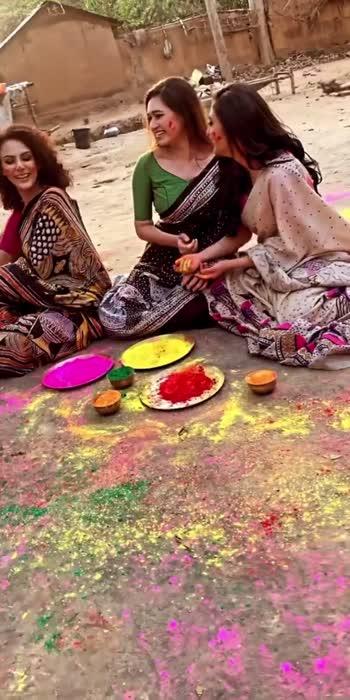 Holi Aayi Re...  #shoot #outdoor #shantiniketan #designersarees #handicrafts #viralvideo #roposo #roposolove #mymakeup #makeupbyjishu #bts #roposo #roposomuser #roposomakeup #roposostar #roposorisingstar #roposoindia
