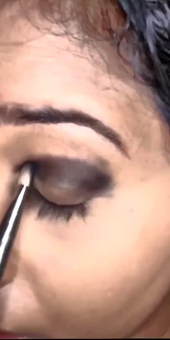 green eye makeup  #greeneyemakeup #eyemakeup #eyemakeuptutorial #makeup #makeuptutorial #makeupblogger #makeuplover #eyemakeuptutorial #bottlegreen #glancexroposo #makeuproposo #roposo