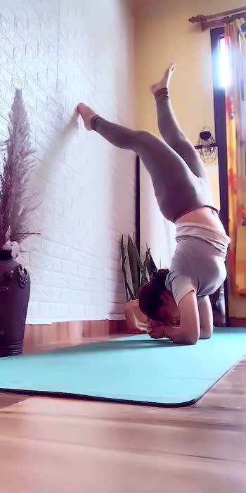 Pincha practice 🙈 after my shoulder impingement 🙄🙄  #fitsummer #summervibes #pavitkour #yogachallenge #yogainspiration #yogalove