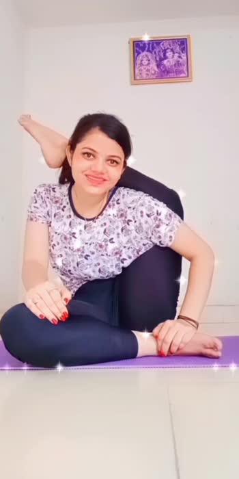 #yoga_with_nidhi #glancexroposo #glanceroposo #roposostar #