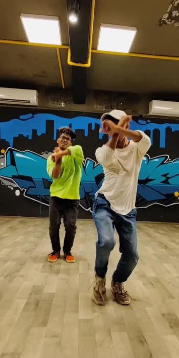 Harfunn maula ✨  #amirkhan #bollywood #bollywoodsongs #bollywooddance #shazebsheikhchoreography  #roposostar  #roposo-beats  #dancevideos  #choreography  #trending  #viralvideos  #sujinshettychoreography #sujinians #MINUS3