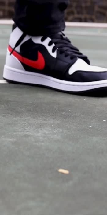 𝗡𝗶𝗸𝗲 𝗔𝗶𝗿 𝗝𝗼𝗿𝗱𝗮𝗻 𝟭 𝗠𝗶𝗱 𝗥𝗲𝗱 𝗖𝗵𝗶𝗹𝗲. Are these Jordan Mids worth buying?  Watch full video on YouTube. https://youtu.be/EvE3mzAAB-A    #sneakers  #shoes  #nike  #sneakerhead  #sneakersaddict  #sneakerholics  #youtube  #jordans #hitonheart #roposo #roposostars #roposotrend #roposotrending #subscribe #followonroposo #trendingvideo #trendingonroposo #sneakers