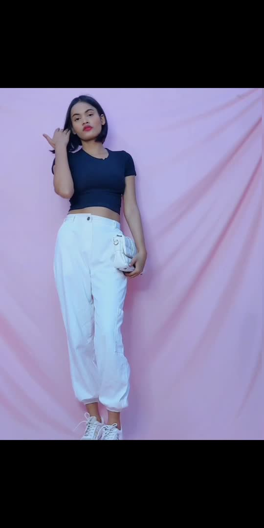 Styling white joggers for some fun fashion