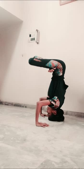 #higherpower #yoga #handbalance #utmangasana