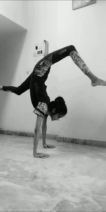 #playdate #yoga #handstand #handstandbalance #handbalance #handpower #contortionist #challenge #angrezibeats