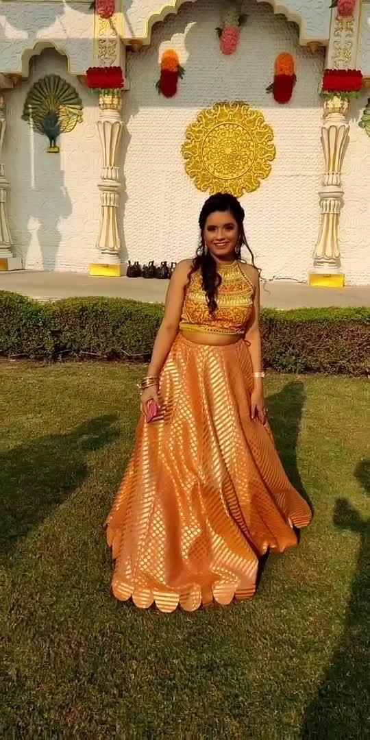 #dancewithme #mimi #dancewithalisha #roposostars #roposobeats #trendingvideo #fashionblogger #lehenga #delhi #indianoutfit #styleblogger #delhifashion #slowmotionchallenge #slowmotion #kritisanon