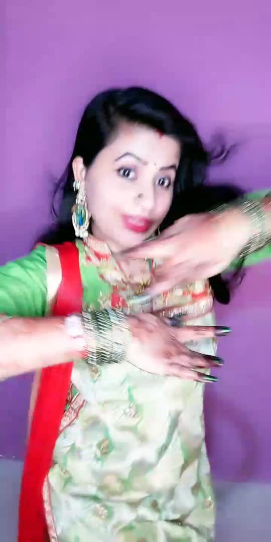 ye hare kanch ki churiya 😍😍#beatschannel #foryoupage #dancingstar #dancingqueen #roposocontenst#roposotrending #roposolove #foryoupage #vairal #foryou #roposo-beats #roposoviralvideos
