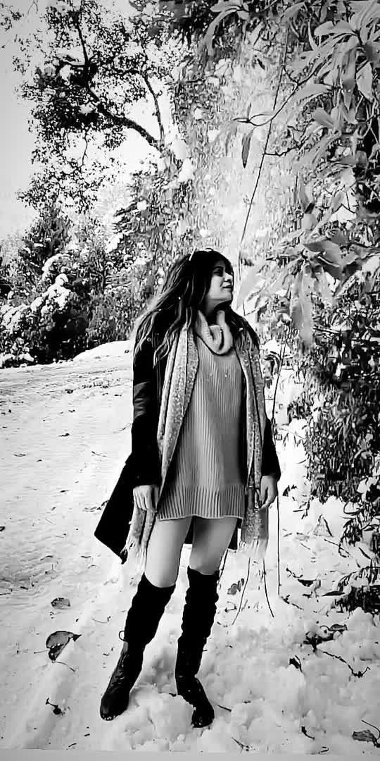 #hillstation #vacationmode #shimla #manali #traveldairies #model #roposostar #roposolove #winteroutfit #winterootd #influencerstyle #bloggerstyle #snowfall