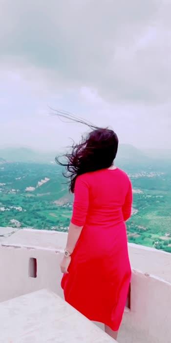 Ye kaisi hawa chal rahi hai 🤪🤪🤪 #windblownhair #hairblowinginthewind #windpower #udaipur #sajjangarh  #reddress #orangedress