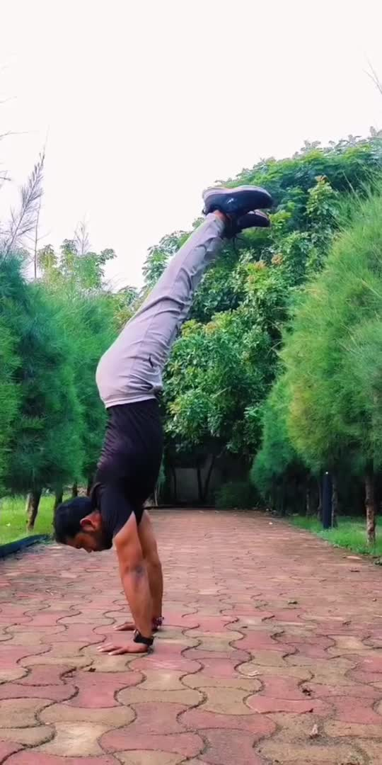 """Arm balance, core strength & body control 🙏😇🧘♂️💪  Don't subscribe to other people's definition of """"fun"""".  Fun doesn't have to mean drinking, partying and socialising.   Fun can be a night in alone, getting lost in a book, a deep conversation, a walk, creating art, playing music or doing your work!  Fun is yours, you define it.🙏🏻😇  #strength #fitness #motivation #workout #gym #training #strong #love #health #bodybuilding #fit #fitnessmotivation #power #powerlifting #fitfam #muscle #strengthtraining #crossfit #exercise #gymlife #inspiration #personaltrainer #life #goals #cardio #yoga #weightlifting #believe #lifestyle #jaymityoga"""